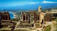 Sicilya, tarih boyunca başta Romalılar olmak üzere birçok ulusa ev sahipliği yapmış olup muhteşem bir tarih hazinesine sahiptir. Sicilya, tarih boyunca başta Romalılar olmak üzere...