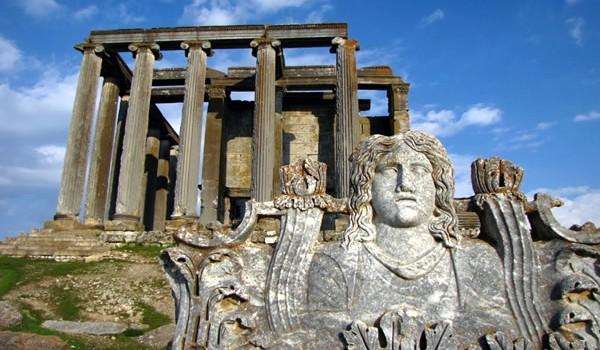 Kütahya Anadolu'Nun en eski yerleşim yerlerinden birisi olarak, tarihte yerini alıyor. Şehrin kuruluş tarihini kesin olarak belirlemek mümkün olmasada Hitit, Frigya, Lidya, Pers, Makedonya ve...