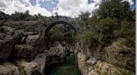 Antik zamanların taş köprüleri, son demlerini yaşayan köyler ; bilgeliğin kuşattığı efsanevi hayatlar….Bütün bunlar Dedegöl Dağları'ndan doğup Antalya Serik'te Akdeniz'e dökülen Köprüçay'ın 160 kilometrelik akışı...